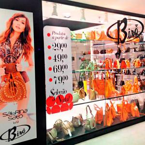 A Loja Birô é a maior atacadista de bolsas e cintos do Brás.