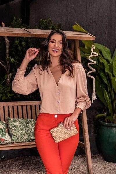 Você pode comprar roupas para mulheres curvilíneas no atacado com vantagens especiais aqui na Join Curves Verão 2020.